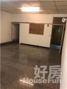 好房網租屋-東門國小透天店面連加蓋約50坪前後逃生通暢照片2