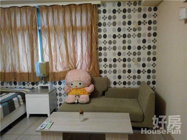 好房網租屋-可短租養寵物永和捷運超美房42寸液晶加大沙發照片2