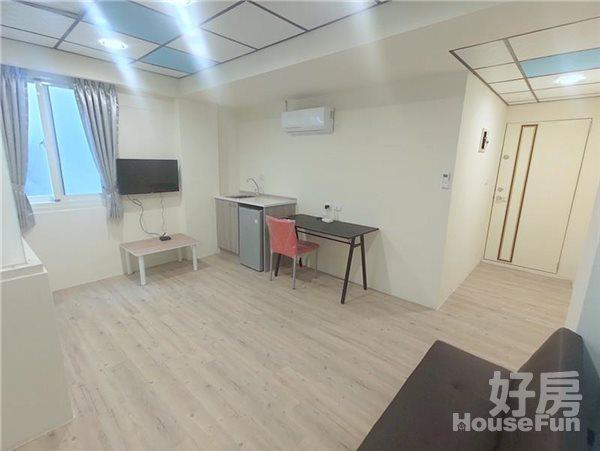 好房網租屋-【新光遠百/青海漢口】全新兩房流理台木質雙採光沙發照片3